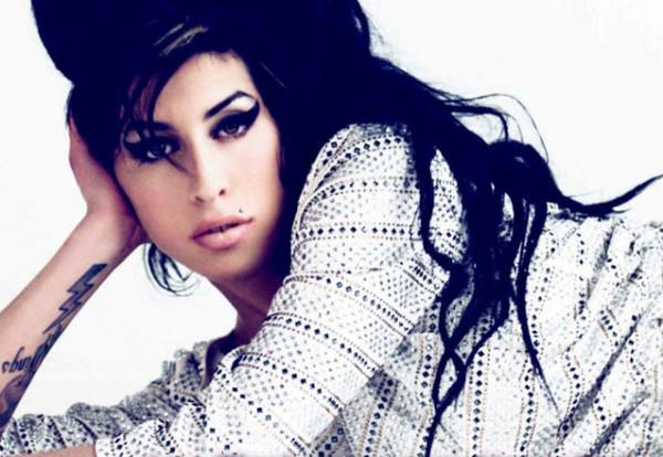 Amy Winehouse: padre boccia il biopic che progetta un nuovo film