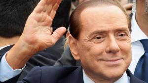 """Berlusconi dopo gli ultimi fuoriusciti da Fi: """"Via i mestieranti, resta chi crede alla politica"""""""