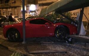 Caceres, schianto in Ferrari contro una fermata del bus: patente ritirata e fuori rosa Juve