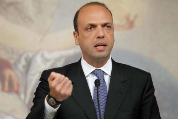 """Governo, Alfano: """"C'è un piano per abbattere noi e il governo Renzi"""""""