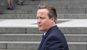 Alcol, droga e bizzarri riti sessuali: la nuova e scandalosa biografia su David Cameron