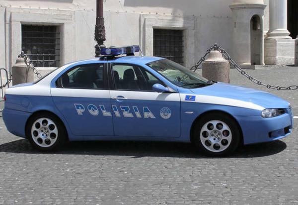 Roma, commesso si denuda davanti alla cliente e tenta di abusare di lei