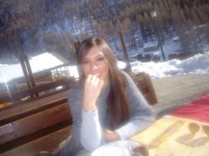 Pistoia, ex fidanzato la accoltella e si da alla fuga: 25enne in prognosi riservata