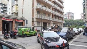 Torino, si getta dal balcone per paura di essere arrestato: aveva tentato di accoltellare la fidanzata