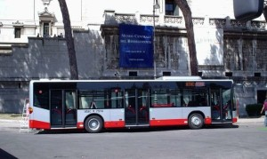 Roma, minorenne disabile aggredito sul bus: arrestati due trentenni