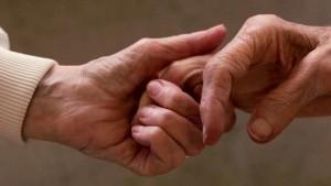 """Salerno, arzilla 84enne chiede il divorzio: """"Mio marito non mi soddisfa a letto"""""""