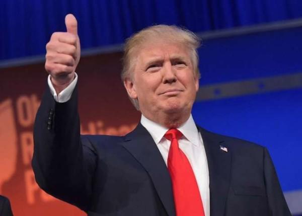 """L'ultima gaffe di Donald Trump: """"Il burqa? Vogliono indossarlo le donne per non truccarsi"""""""