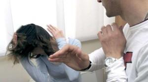 Bari, nega la password di Facebook al fidanzato: lui la picchia e la violenta
