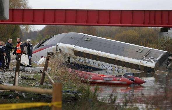 2015-11-14-Francia deraglia Tgv-ln1001