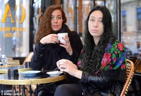 """Attacco al caffè parigino, una sopravvissuta: """"Salva perché il mitra si è inceppato"""""""