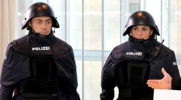 Germania: nuove uniformi della polizia che puntano a Darth Vader, ironie sul web