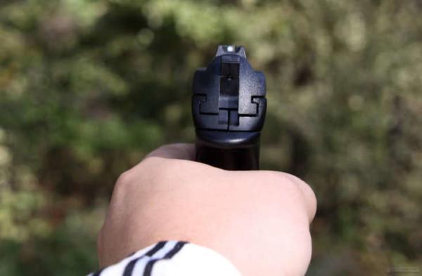 Ivrea: in classe con la pistola per difendere un'amica, 16enne denunciato