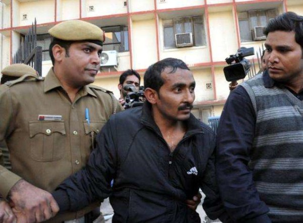 India, tassista Uber condannato all'ergastolo: stuprò una cliente 25enne sul taxi