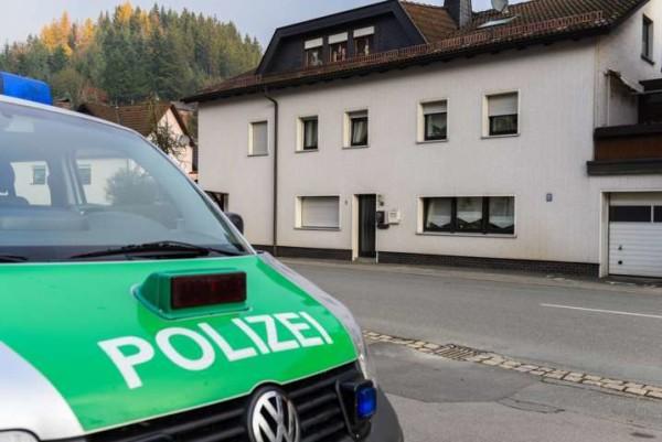 Orrore in Germania, scoperti i cadaveri di 7 bambini: ricercata la madre
