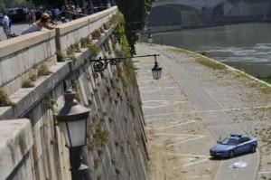Roma, 23enne polacco ucciso per gelosia e gettato nel Tevere: fermati i responsabili
