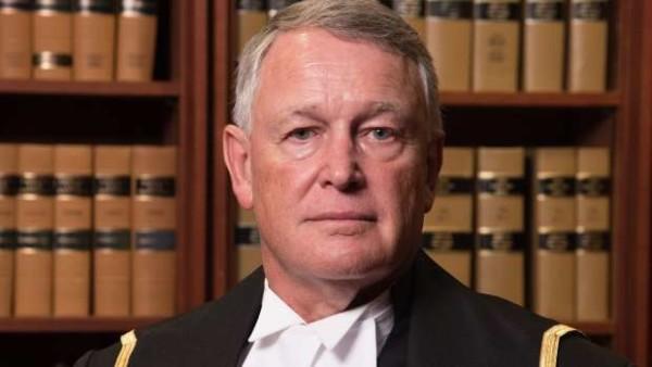 """Sentenza shock in Canada, giudice assolve stupratore: """"La ragazza avrebbe potuto chiudere le gambe"""""""
