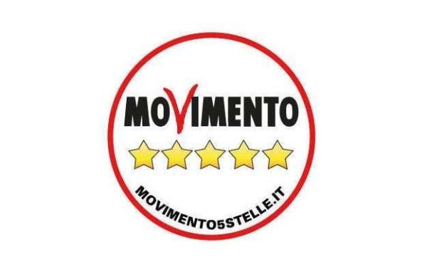M5S, la rete ha deciso: via il nome di Beppe Grillo dal simbolo, al suo posto movimento5stelle.it