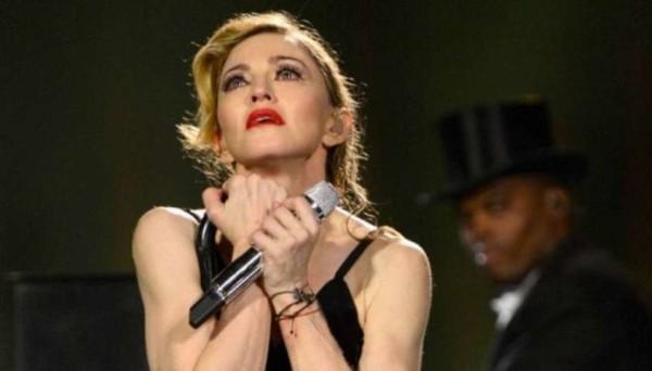 Madonna canta a Stoccolma omaggiando le vittime delle sparatorie di Parigi