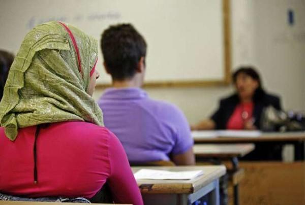 Varese, studentesse musulmane non osservano minuto di silenzio per vittime di Parigi