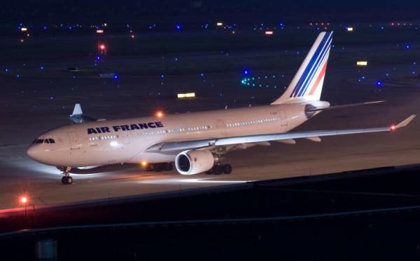 """Allarme bomba su aereo per Parigi e panico per 500 persone a bordo: """"Non era un ordigno"""""""