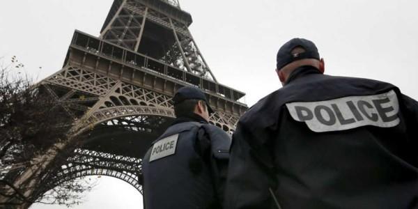 Attentati Parigi, coordinati a distanza dai terroristi via sms dal Belgio