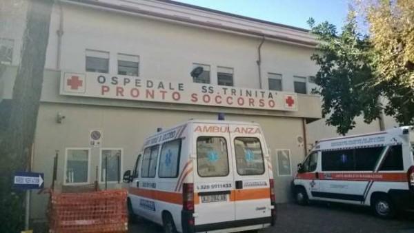 Cagliari: migrante malato di scabbia tenta la fuga dall'ospedale ma precipita dalla finestra