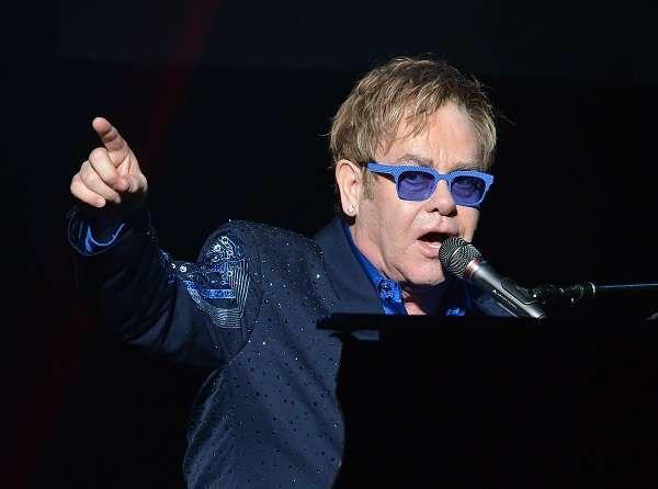 """Elton John a Sanremo dopo vent'anni: presenterà il suo nuovo singolo """"Blue Wonderful"""""""