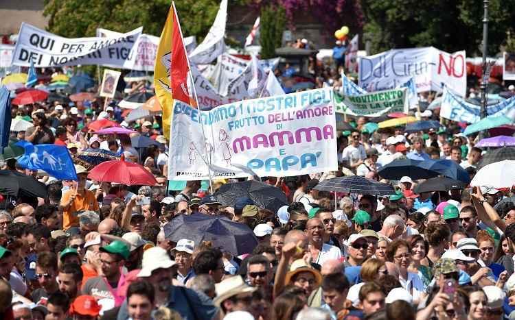 """Family Day, folla al Circo Massimo: """"Insieme per la famiglia, non contro qualcuno"""""""