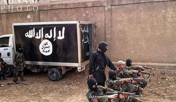 """Isis, in Siria la """"Little London"""" dove i bimbi britannici torturano e decapitano i detenuti"""