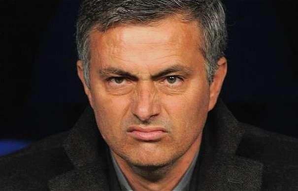 """Mourinho, offerta la panchina del 'peggior club del mondo': ''Se vinci sei esonerato"""""""