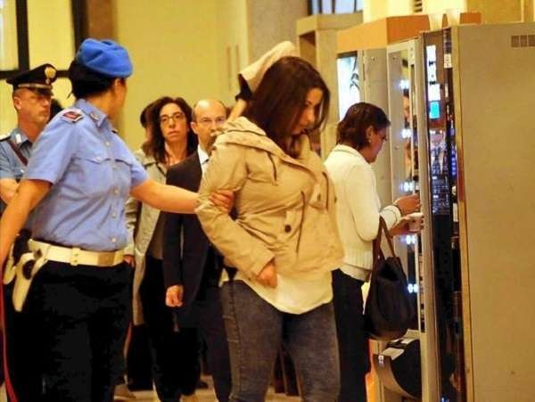 Aggressioni con l'acido: Martina Levato condannata a 16 anni, 9 anni a Magnani