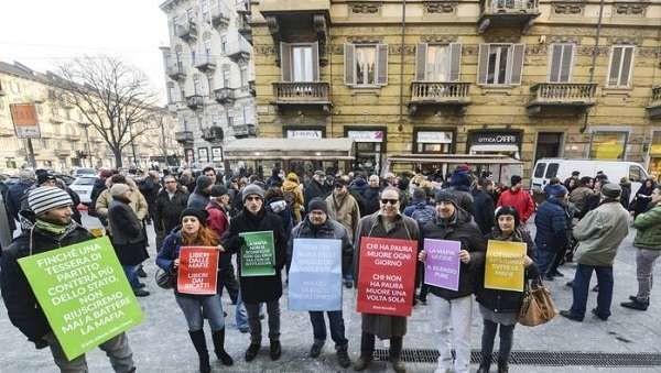 """Torino scende in piazza contro la 'ndrangheta: """"Rifiutiamo i ricatti e le intimidazioni"""""""