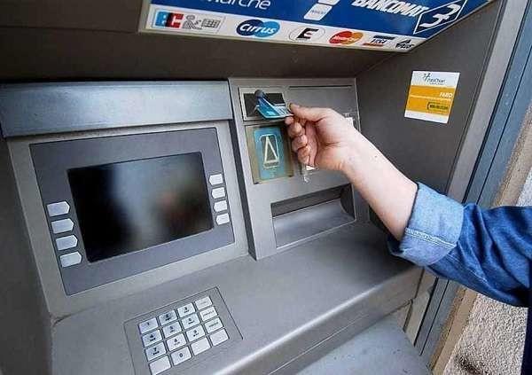 Treviso, bancomat impazzito eroga il triplo della somma richiesta: caccia ai clienti fortunati