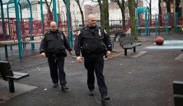 New York, 18enne stuprata da gang di minorenni: il padre costretto alla fuga