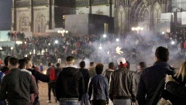 """Violenze di Colonia, dichiarazioni shock dell'imam: """"Colpa delle donne, portavano il profumo"""""""