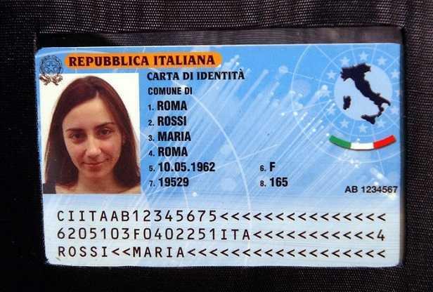 Addio alla carta d'identità cartacea: arriva quella elettronica con le impronte digitali