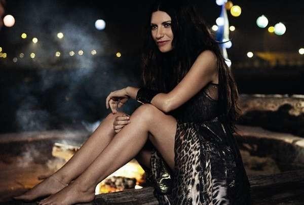 """Laura Pausini pronta per il tour di """"Simili"""", e spunta altra data per giugno a San Siro"""