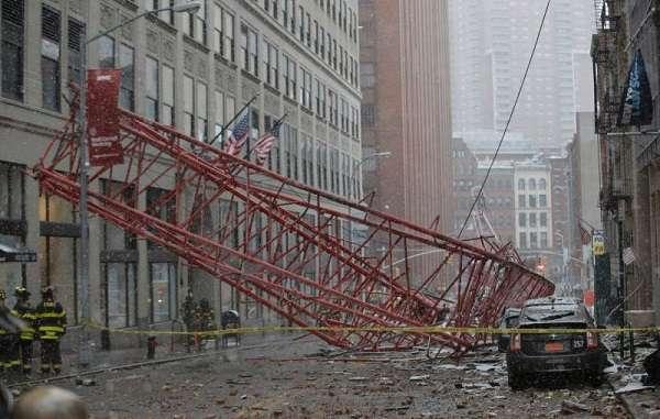 New York, crollo di una gru a Manhattan: un morto e diversi feriti, due gravi