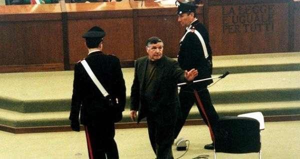 Mafia, Cassazione: Totò Riina assolto per l'omicidio del giornalista De Mauro