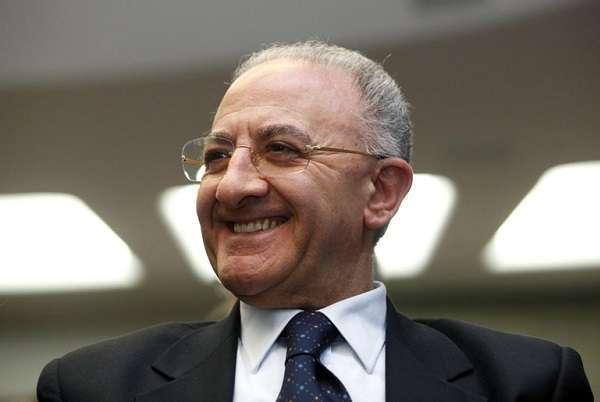 """Assolto Vincenzo De Luca, governatore Campania: """"Massacrate dignità delle persone"""""""