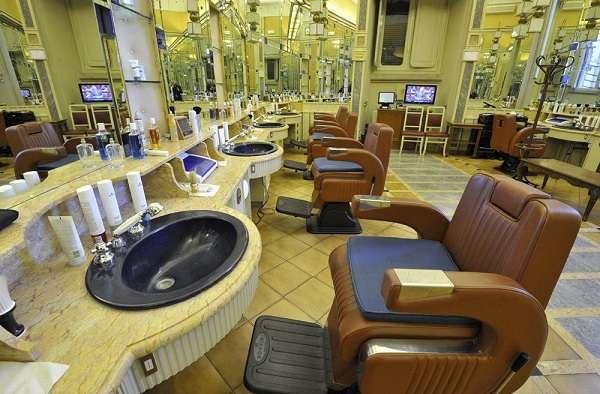 Montecitorio, dopo il taglio alla barberia tre barbieri promossi ad assistenti parlamentari