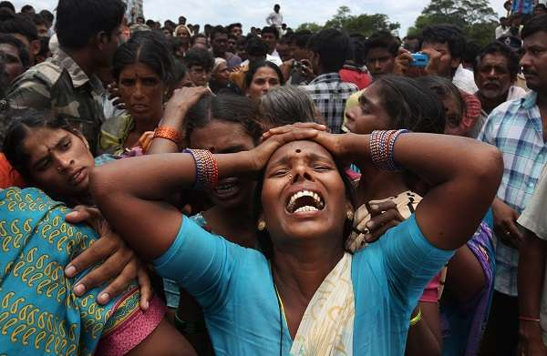 """India shock: """"Non voglio sposarmi, voglio studiare!"""", e il padre la brucia viva"""