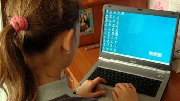 Monza, adescava ragazze e ragazzine sul web per violentarle: arrestato albanese