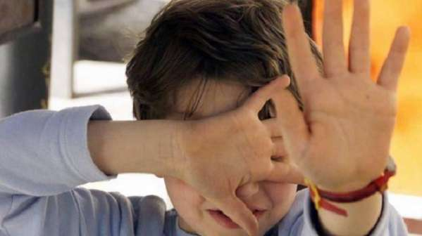 Modena, arrestata una maestra d'asilo 52enne: botte, bestemmie e insulti ai bambini