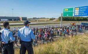 Danimarca: multati di 6mila euro per aver dato un passaggio a una famiglia d'immigrati