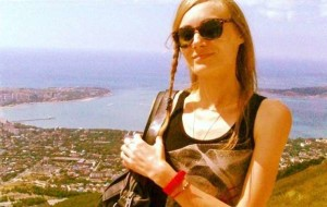 Kazakistan, modella 31enne si suicida dandosi fuoco: era depressa, non trovava nuovi ingaggi