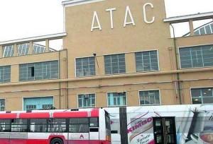 Roma, baby gang devastava autobus Atac: tre minori identificati, il più piccolo ha 10 anni