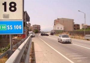 Crotone: percorre 11 chilometri con l'auto trascinando l'ex della convivente, arrestato