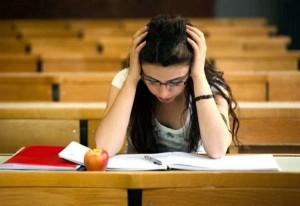 Oms: studenti italiani troppo stressati, arrivano alcune soluzioni per risolvere il problema