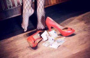 Catania: 12enne spinta dai genitori alla prostituzione in cambio di cibo e ricariche